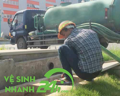 Đội xe hút hầm cầu Đà Nẵng